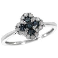 Plongez au cour de la plus précieuse des pierres, le diamant La collection Azur vous offre une variété de diamants bleus, qui vous rappelleront autant la profondeur des océans que l'immensité des cieux Du bleu léger au bleu profond, vous ne résisterez pas